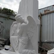 На фото скульптура ВИП класса из белого мрамора. Изготовление скульптуры ангела фото. Собственное производство скульптуры в Киеве.