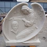 Портрет из мрамора на памятнике. Стоимость барельефа ангела для памятника - доступна.