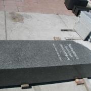 Надпись на ритуальной колонне для памятника. Колонна из гранита с надписью. Цена колонны из рваного камня $1 тыс.