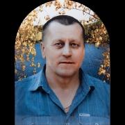 Портрет на итальянском фарфоре для памятника в форме купола. Размер цветного портрета 30 х 40 см. Мужской портрет на памятник в цветном изображении с гарантией 50 лет. Цена портрета договорная, срок изготовления  40 дней.
