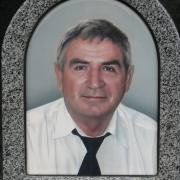 Цветной портрет на итальянском фарфоре в форме купола, размер 30 х 40 см. Мужской портрет на памятник в гранитной рамке. Монтаж цветного портрета на памятник 800 грн.