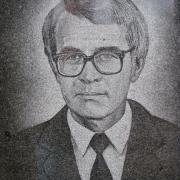 Портрет мужчины на памятнике. Качественный портрет ручной работы на готовом памятнике. Стоимость ритуального портрета 800 грн.