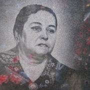 Портрет женщины на памятник. Ручное изготовление с гарантией 10 лет. Заказ портретов в Киеве, через офис ЧП Прядко.