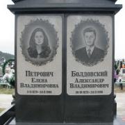 Эффектные и красивые портреты на памятнике. Заказ рельефных портретов на граните вы можете сделать в офисе ЧП Прядко.
