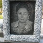 Портрет матери на памятнике. Художественное оформление памятников в Киеве. Стоимость этого портрета 800 грн.