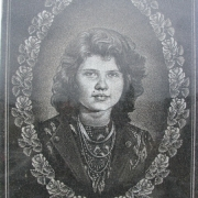 Портрет дочери на памятник. Профессиональное изготовление портретов в Киеве, срок изготовления 5 дней.