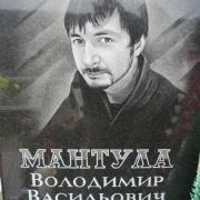 Портрет юноши на памятнике. Изготовление качественных портретов в Киеве. Гарантия на портрет 10 лет.