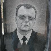 Портрет мужчины на памятнике. Изготовление качественных портретов ручной работы в Киеве. Срок изготовления 5 дней, цена от 800 грн.