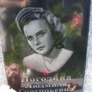 Портрет сестры на памятнике. Изготовление портретов ручной работы на памятниках в Киеве с гарантией 10 лет.