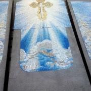 Панно из мозаики на кладбище; уникальные изображения на памятнике из мозаики, изготовление в Киеве. Профессиональная укладка мозаики на памятник
