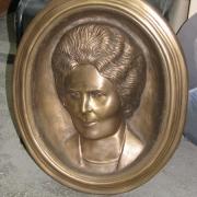 Новый портрет из бронзы фото. Размер бронзового портрета: высота портрета из бронзы 56 см., ширина бронзового портрета 48 см., глубина бронзового портрета 12 см. Доступная цена портрета, согласно 3д проекта памятника.