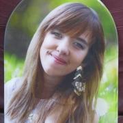 Фото овала на памятнике. Размер портрета на памятник: 31 х 43 см. Цена портрета девушки на камне - 3,6 тыс. грн.