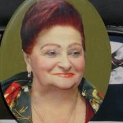 Фото женщины на памятник. Размер фотографии на памятник - 30 х 45 см. Цена цветного фото для памятника - 4 тыс. грн.