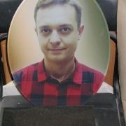 На фото цветной портрет для памятника в виде овала. Размеры овала на памятник: 30 х 40 см. Доступная цена овала на граните 3,6 тыс. грн.