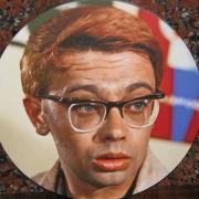 На фото, цветной портрет для памятника; размер 30 х 30 см. Цена портрета на камне, от 3,6 тыс. грн. Срок изготовления портрета в овале 10 дней.