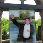 Качественный памятник с портретом в стеклопакете. Фото в стекле на памятнике.  Изготовление цветных портретов в стекле с гарантией.