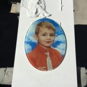Детское фото в стекле для памятника. Высота фото в стекле: 40 см. Цена детского фото в стекле для памятника доступна.