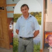 На фото портрет в стекле в полный рост. Фото в двух стёклах триплекс 8 мм и 6 мм толщиной. Фото в стекле для памятника, доступная цена фото в стекле 15 тыс. грн.