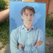 Мужской портрет в стекле для памятника. Высота портрета мужчины в стекле - 60 см. Стоимость портрета в стекле доступна.