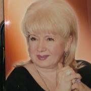 Цветной портрет женщины для памятника, размер 40 х 50 см., цена женского портрета 3,5 тыс. грн. Памятники с цветными фото, изготовление в Киеве за 10 дней. Оформление заказа портрета - в офисе ЧП Прядко.