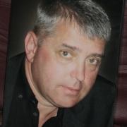 Цветной портрет на памятник мужчины. Фото портрета для памятника, сразу после изготовления. Размеры цветного портрета: 30 х 40 см. Доступная цена цветного портрета 3,5 тыс. грн. Заказать цветной портрет для памятника, можно в офисе ЧП Прядко в Киеве.