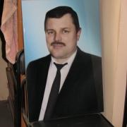 Цветной  портрет мужчины на граните; фото мужского портрета сразу после изготовления. Размер цветного портрета 40 х 60 см. Цена портрета на камне 4 тыс. грн. Заказать портрет для памятника вы можете в магазине Ритуальной скульптуры в Киеве.