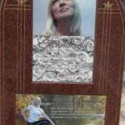 Женский портрет на памятнике фото. Изготовление цветных портретов на камне в Киеве с гарантией 20 лет. Заказать цветной портрет для памятника, можно в офисе ЧП Прядко.