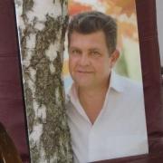 Фото цветного портрета мужчины для памятника. Размер портрета на памятник 30 х 40 см. Доступная цена цветного портрета на памятник 3,6 тыс. грн.