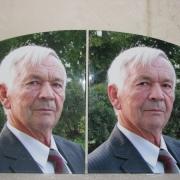 Фото цветного портрета мужчины на камне. Размер портрета на памятнике: 30 х 40 см. Доступная цена цветного портрета для памятника: 3,6 тыс. грн.