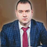 Мужское фото на памятнике. Цветной портрет для памятника; размер портрета на граните: 40 х 60 см.