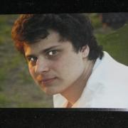 Цветной портрет юноши на граните, размер 30 х 40 см., цена портрета 3 тыс. грн., срок изготовления портрета 10 дней.