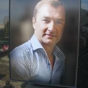 Мужской портрет на камне, размер 30 х 40 см., цена портрета 3 тыс. грн. Заказать цветной портрет можно в офисе ЧП Прядко.