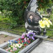 Красивый цветной портрет на памятнике. Создание цветного портрета в Киеве, составляет 10 дней. Гарантия на портрет 20 лет, Стоимость ритуального портрета со врезкой в памятник составляет 7 тыс. грн.
