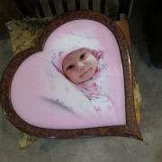 Фото ребёнка для памятника в рамке. Размеры фото на памятнике младенца . Стоимость детского фото на памятник с рамкой - от 7,5 тыс. грн.