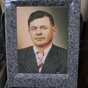 Фото мужчины на памятнике в рамке. Стоимость портрета для памятника в рамке, от 4,6 тыс. грн. Цена портрета для памятника в рамке, от 5,7 тыс. грн.