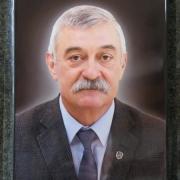 Портрет мужчины на памятнике; размер портрета на памятник: 30 х 40 см. цена портрета мужчины - 5,8 тыс. грн.