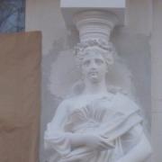 Фото статуи на балконе. Ремонт статуи без демонтажа с места установки на балконе.