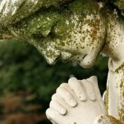 Ремонт статуй из камня без демонтажа с места установки. Фото скульптуры на кладбище. Договор на ремонт скульптуры.
