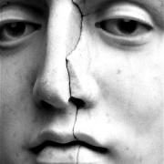 Реставрация скульптуры без демонтажа. Фото скульптуры на кладбище; цена реставрации статуи из мрамора - доступна.