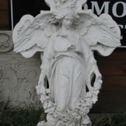 Фото реставрации скульптуры ангела с крестом. Изготовление скульптуры ангелов из мрамора для памятников. Ангел с крестом перед реставрацией фото.