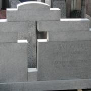 Фотография памятника на производстве в Киеве. Детали памятника из гранита с воздушным крестом. Гранитный памятник с воздушным крестом перед установкой на кладбище. Доступная цена памятника.