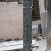 Детали памятников на производстве в Киеве. Точёная колонна из гранита Покостовка, полированая. Фото гранитной колонны сразу после изготовления в цеху.