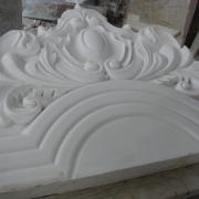 На фото изготовление деталей для памятника из мрамора. Качественные детали памятника фото.