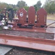 Ритуальный комплекс из красного гранита на Лесном кладбище. Проект элитного комплекса и его изготовление в цеху, выполнено ЧП Прядко.