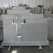 Детали памятника из гранита. Фото памятника на производстве. Гранитный памятник перед установкой на кладбище, фото. Стоимость памятника согласно проекта.