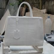Детали памятника, фото мраморной сумочки на производстве в Киеве, фронтальный вид. Изготовление мраморных деталей для памятников.