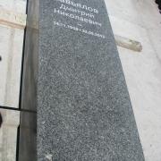 Колонна для ритуального комплекса. Фото гранитной колонны перед установкой на кладбище. Гранитная колонна для ритуального комплекса. Цена колонны из гранита $1 тыс.