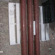 Изготовление деталей для ритуального комплекса, в виде точёных колонн из красного гранита. Производство колонн из гранита Лезники в Киеве сегодня с гарантией 10 лет.