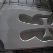 Фото изготовления мраморной детали для памятника. Цена на детали памятников согласно проекта.