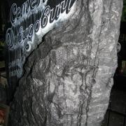 Детали памятника на фото.  Ритуальный ангел из гранита. Изготовление гранитных скульптур для памятников.